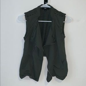 Sleeveless moto jacket